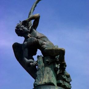 Curiosidades: La estatua del Ángel Caído en Madrid