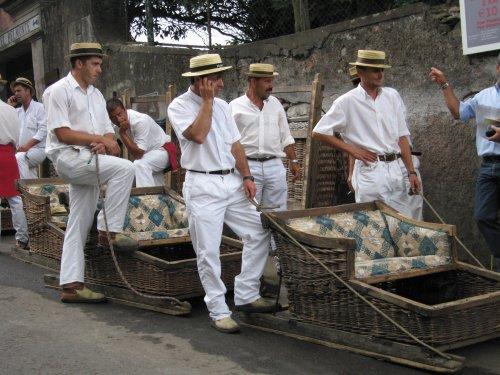 http://www.google.es/imgres?q=carros+cesto+madeira&um=1&hl=es&safe=active&sa=N&biw=1215&bih=644&tbm=isch&tbnid=BzFNzNlQJc63YM:&imgrefurl=http://letras-y-punto.blogspot.com/&docid=o33Fl6u86PIkpM&imgurl=http://3.bp.blogspot.com/_4rSdyUvrTg4/TDEqi1pMBFI/AAAAAAAAAB8/CkSNHjLakII/s1600/Carros%252Bde%252Bcesto.jpg&w=500&h=375&ei=qNEvT661NdOChQfIhInTCg&zoom=1&iact=hc&vpx=297&vpy=331&dur=73&hovh=194&hovw=259&tx=112&ty=116&sig=104201005946474763371&page=1&tbnh=139&tbnw=185&start=0&ndsp=18&ved=1t:429,r:13,s:0