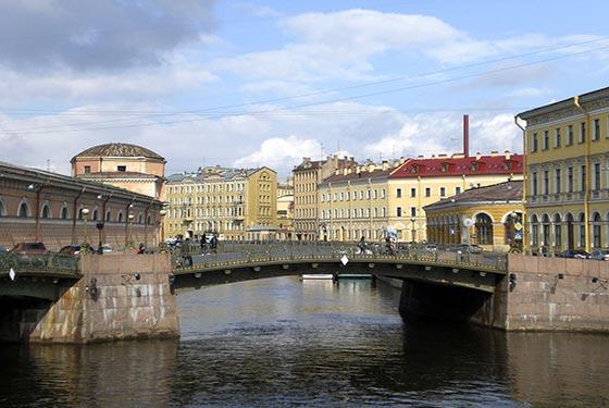 http://blog.nautalia.com/wp-content/uploads/2013/01/puente-de-los-besos-san-petesburgo.jpg